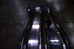 Foto A woman. an airport. an escalator (2) – MarceloIkeda